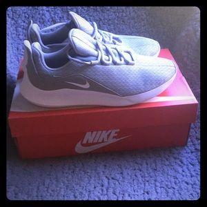 Women's Nike Viale Size 9 Shoes